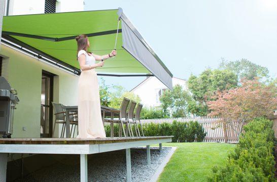 Optimaler Sonnenschutz mit ausfahrbarem Volant an der Markise
